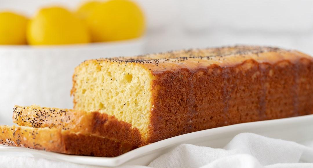 Poppy seeds lemon cake