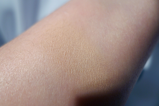 Kat Von D Lock-It Powder Foundation Light 44