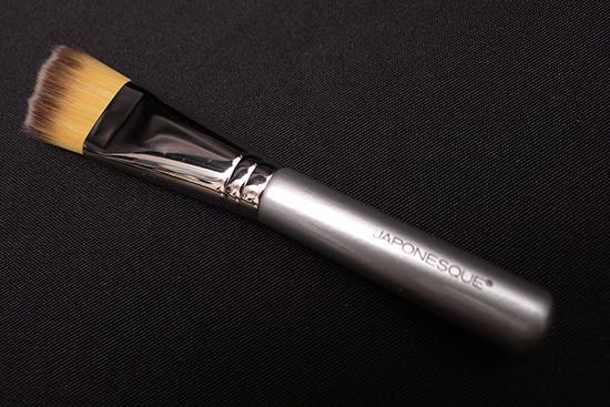 Japonesque Angled Foundation Brush