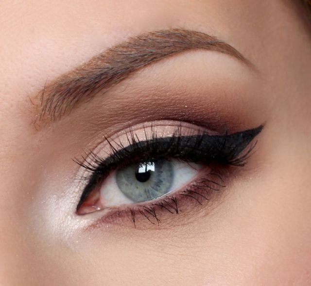 5 Winged Eyeliner Tips for Almond Eyes 5