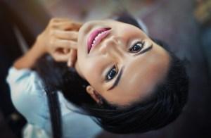 Como obter maiores lábios naturalmente e sem maquiagem