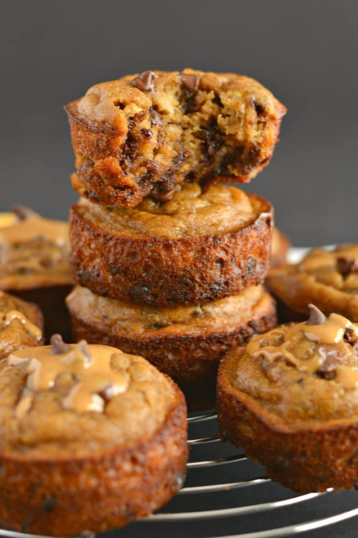Flourless Peanut Butter Chocolate Chip Blender Muffins made with 8 every dayingredients. This soon to be favorite recipe'sa quick mix in the blender for the easiest baking of your life! Paleo + Gluten Free + Low Calorie