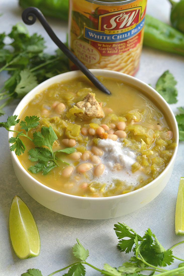 Healthy White Chicken Chili! A flavorful, hearty chili make with a few simple ingredients. A fiber and protein rich meal that will feed many.  Easy to make in 20 minutes of less! Gluten free + Low Calorie