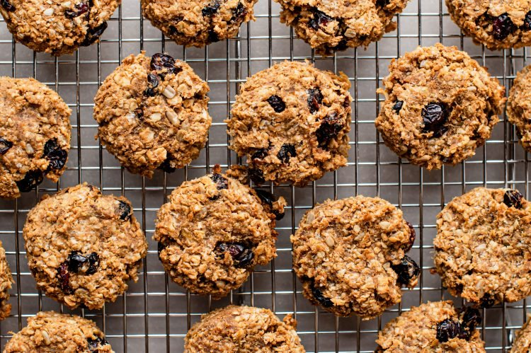 These fruit and oat cookies are super easy to make!