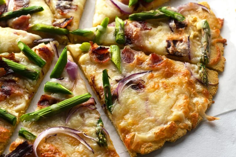 Cheesy, savory, and satisfying, this yummy asparagus and turkey bacon pizza is sure to please.