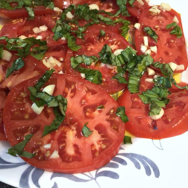 Fresh Tomatos with Basiland EVOO