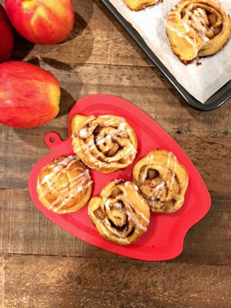 yummy-apple-cinnamon-rolls