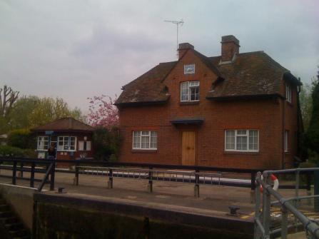 Abingdon Lock Keepers Cottage