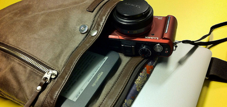 Essential Gadgets And Tools For On-The-Go Bloggers (Part 1) | Skip The Flip