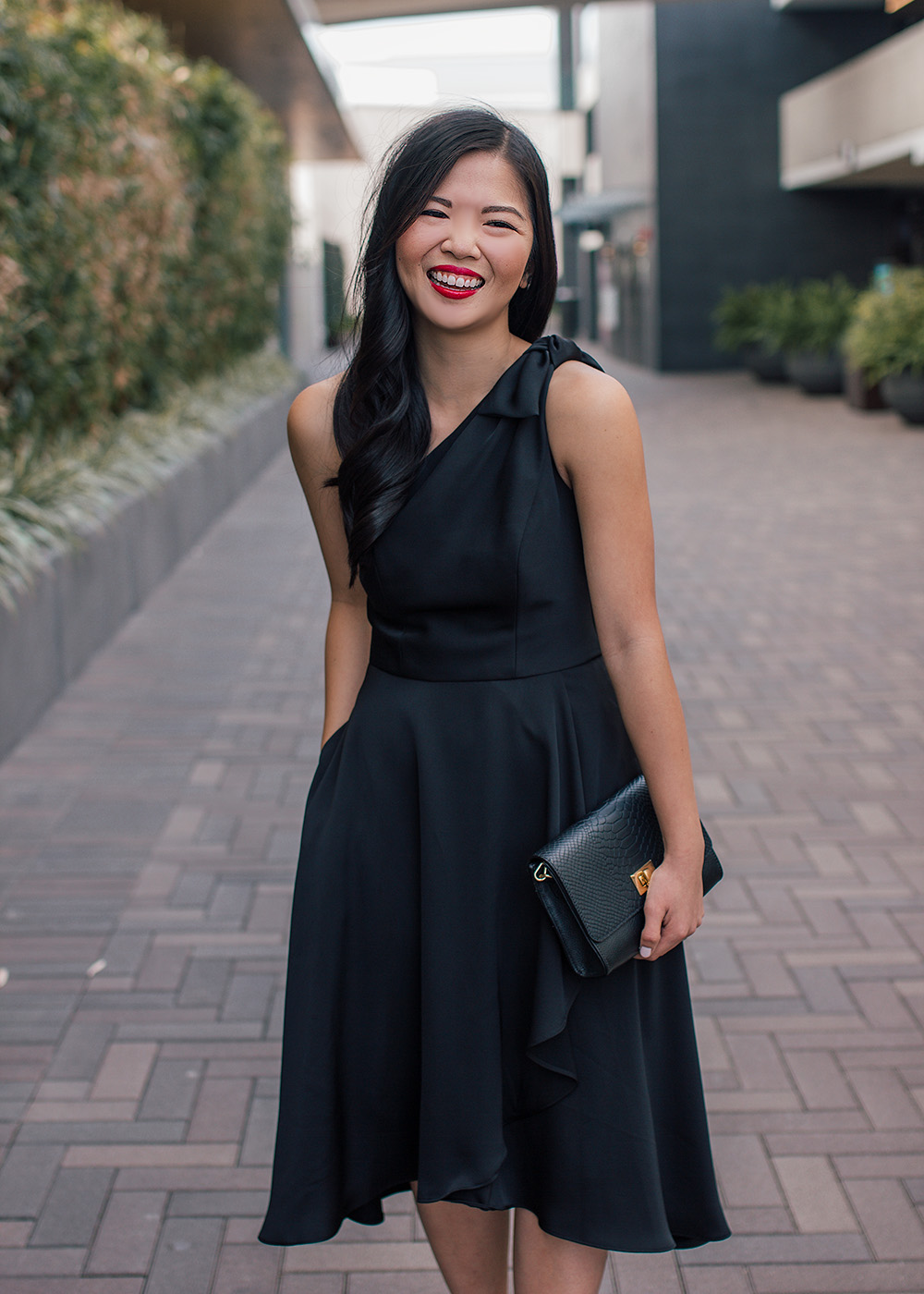 What to Wear to a Black Tie Event / Black One Shoulder Dress with Pockets
