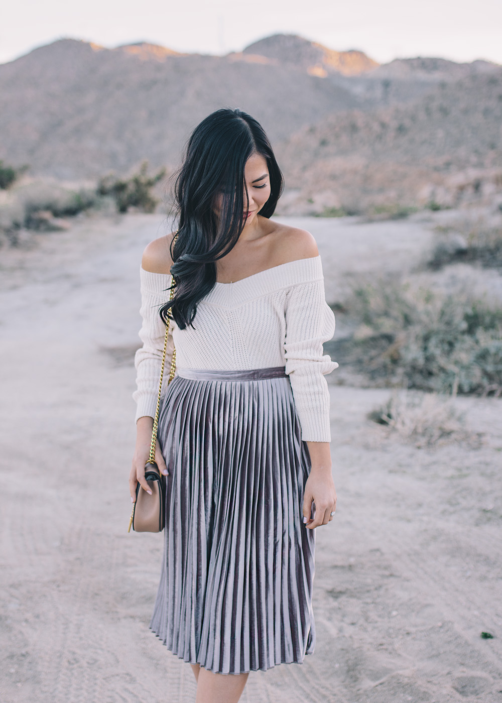 Casual Velvet Outfit / Off the Shoulder Sweater & Pleated Skrit