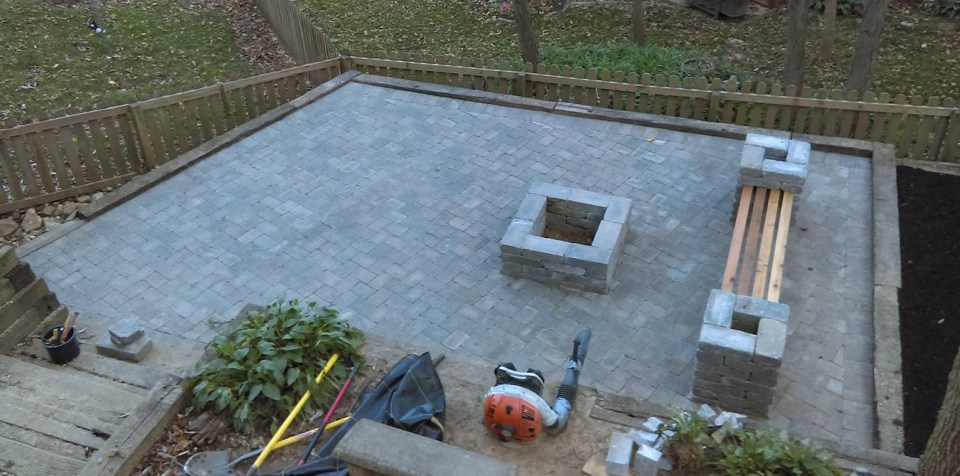 hardscape-hardscaping-outdoor-fireplace-Kansas-City-Overland-Park
