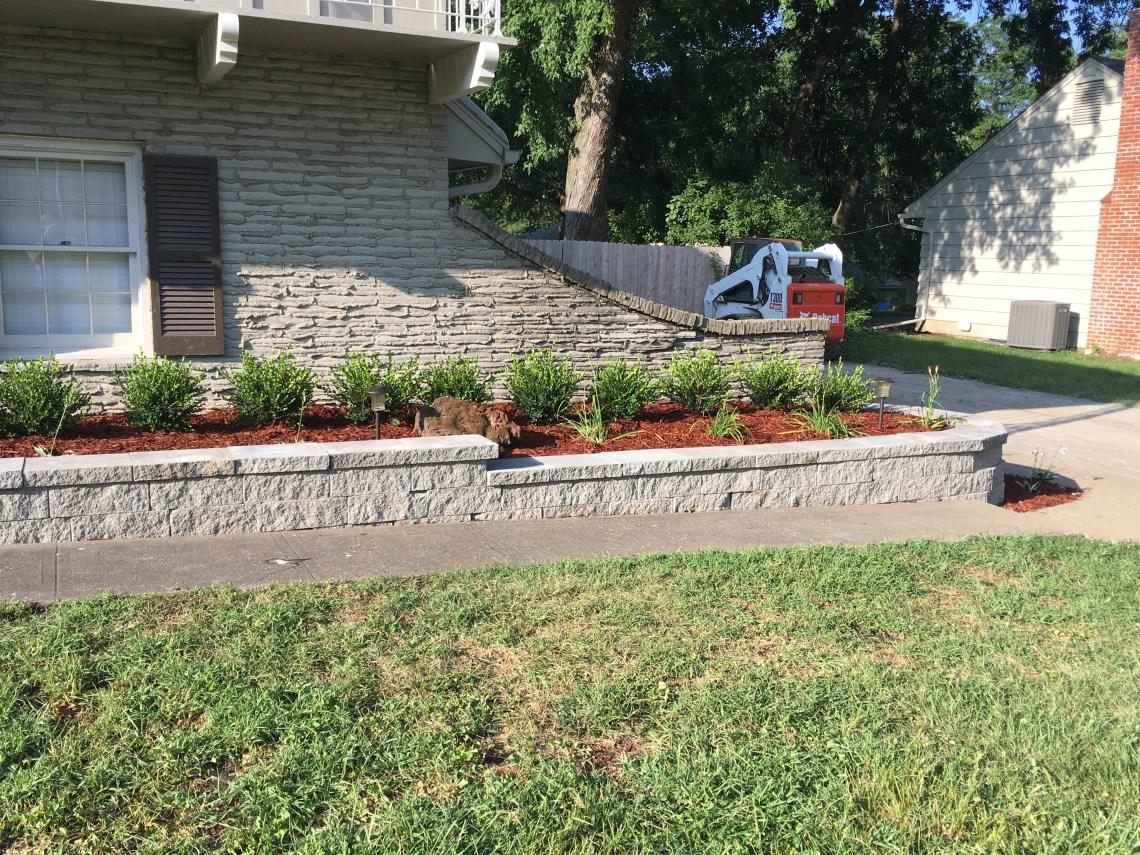 landscaper-landscaping-company-retaining-walls-Kansas-City