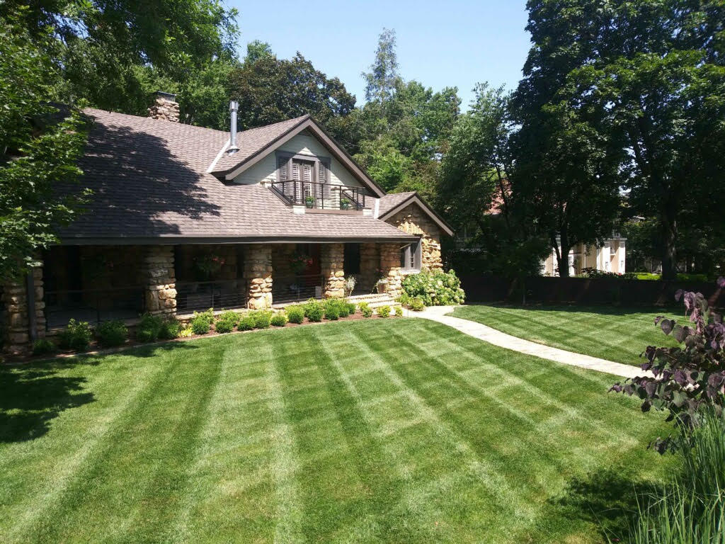 lawn-and-landscaping-mowing-KCMO-Kansas-City-MO
