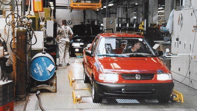 Volkswagen_Caddy-pickup-SKODA_FELICIA-tovarna_Kvasiny