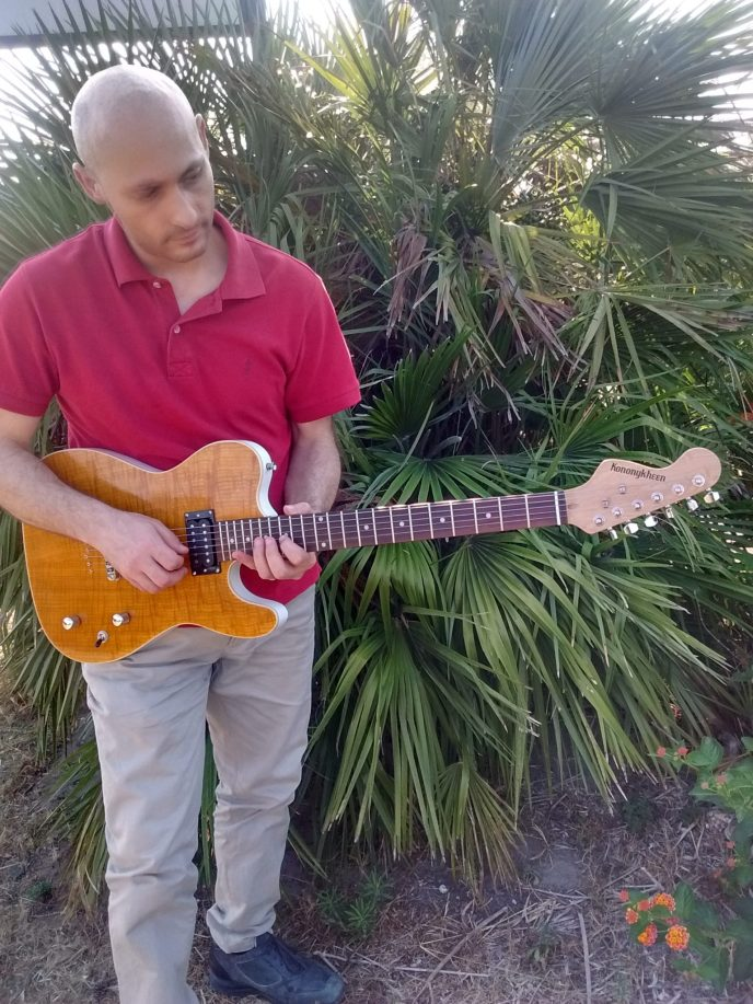 Sal Moretta, Skonnie Music, with his new limited edition Kononykheen Guitar