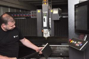 Lasern Laserschneiden mit Faserlaser Materialprüfung