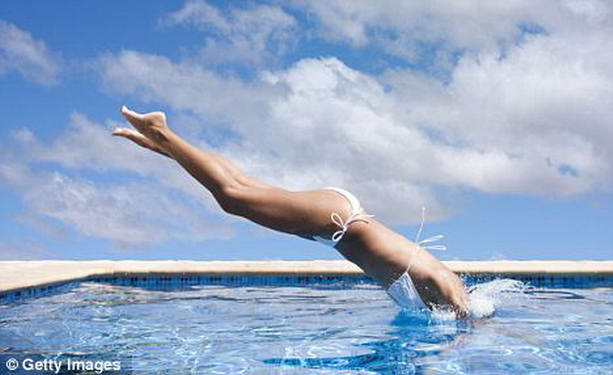 прыжок в бассейн