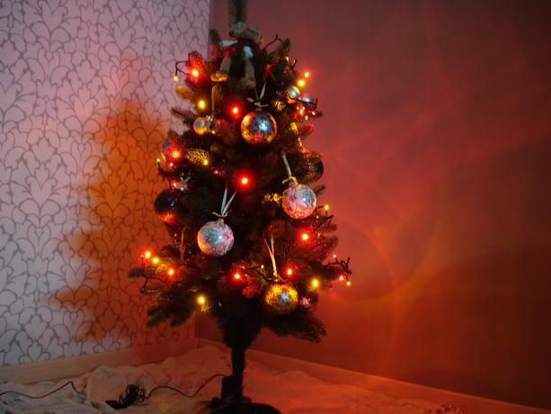 новогодняя елка фонарики