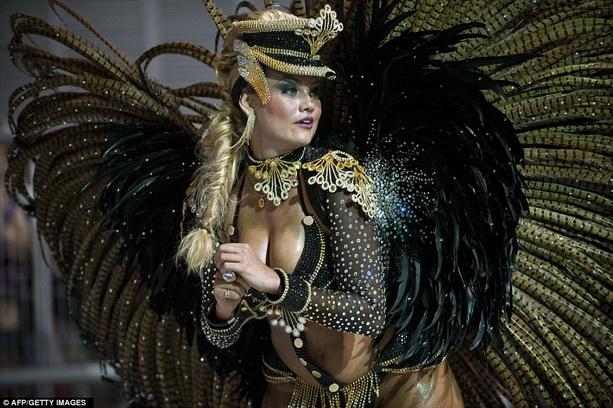 танцовщица Росас-де-Оуро