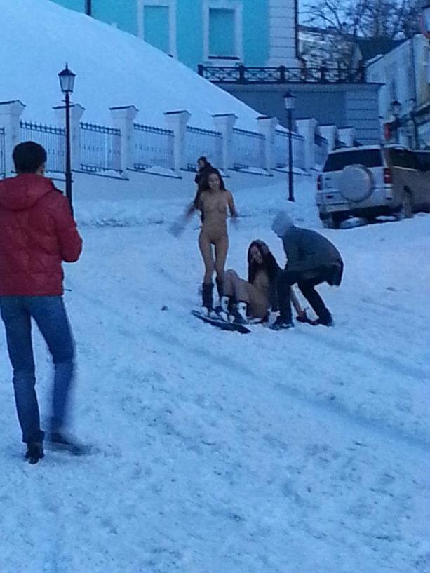 Обнаженные девушки сноубордистки