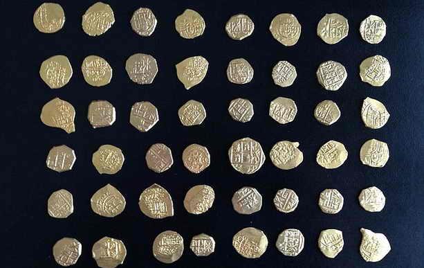 48 золотых монет с испанских кораблнй