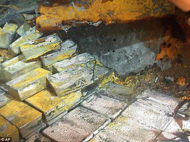 48 тонн серебра в слитках