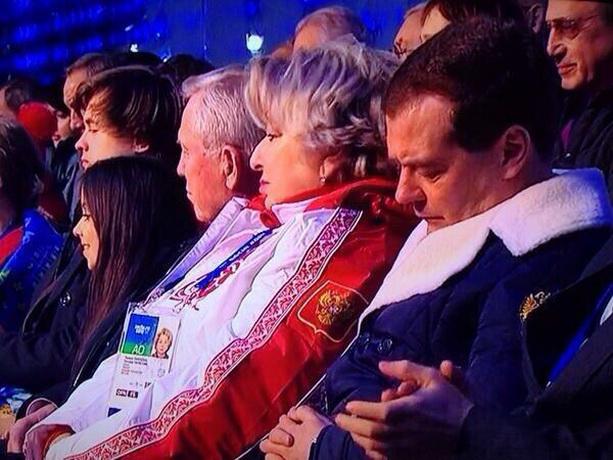Дмитрий Медведев спит
