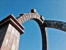 Porten i Stenløse Syd. Granit og tegl 2014.