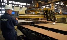 Operater na CNC ESAB ERGOREXI EXA 6500 stroju za rezanje limova acetilenom i kisikom