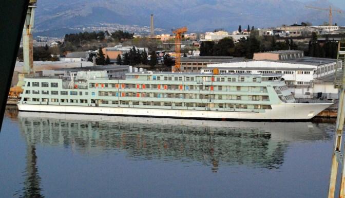 Škverani će na Novogradnju 780 postaviti cca 1000 m² tikove palube