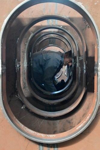 Obrada čelika grupe 302 za Novogradnju 484 na liniji montaže polusekcija u Brodosplitovoj brodoobradnoj radionici