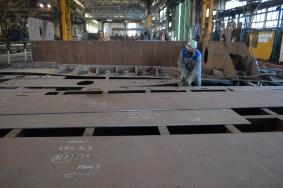 Montaža polusekcija za Novogradnju 484 na liniji montaže u Brodosplitovoj brodoobradnoj radionici