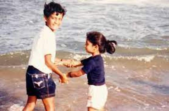 mithali raj with her brother in the sea beach in her childhood