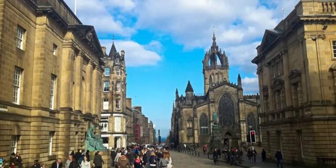 Edinburgh Royal Mile with Pigeons