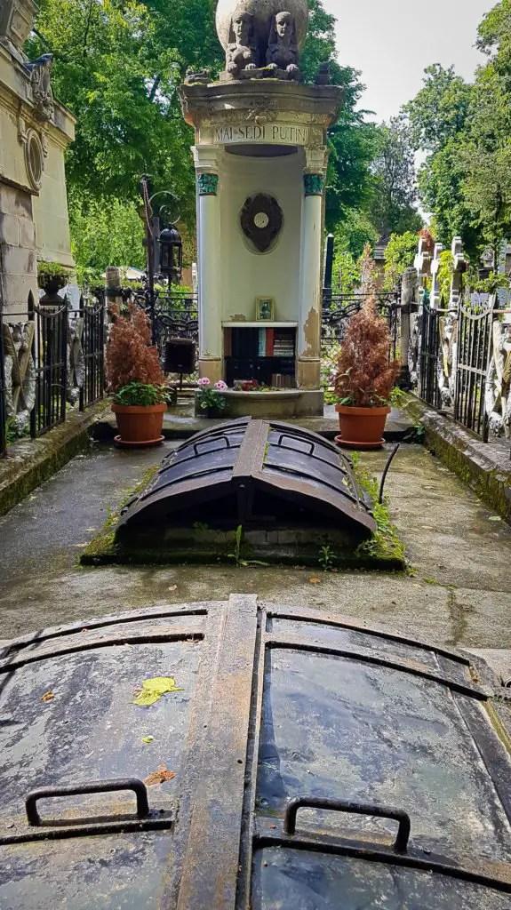 Iulia Hasdeu's Grave in Bellu Cemetery #1