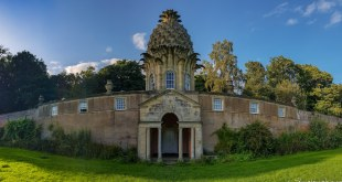 The Dunmore Pineapple HouseThe Dunmore Pineapple House