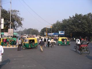 Ruch uliczny w DEL - pieszy nie ma zadnych szans