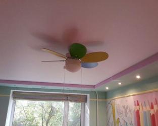 Детская 14 кв.м. - натяжные потолки с установкой люстры,6 точечных светильников
