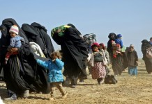 Hundreds flee US-backed Syria battle for last IS holdout