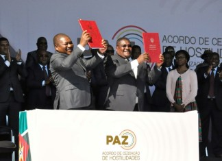 Mozambique rivals sign 'historic' final peace deal