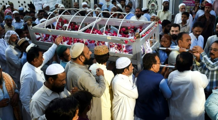 Burial services start as town grieves casualties of Pakistan train fire