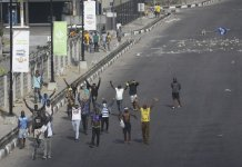 sky news africa Nigeria protesters break curfew amid gunfire, chaos in Lagos