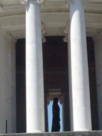 You can see the statue's silhouette from four sides!