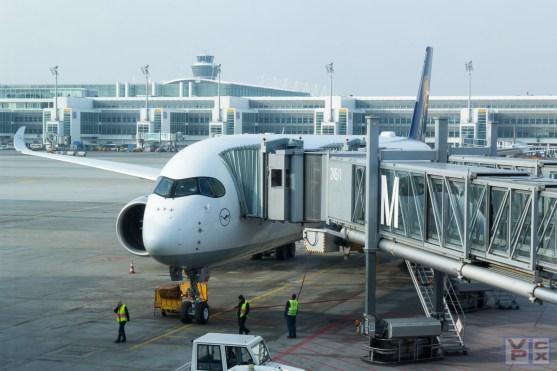 A350 D-AIXA wird auf den Flug vorbereitet
