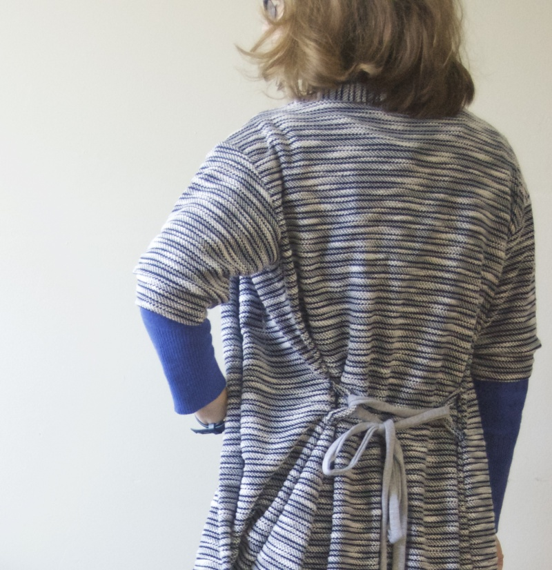 short_sleeved_longine_knit_cardigan_back