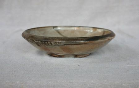 Svend Bayer 31. Dish with Bird, shino glaze, from the side 6 x 25 cm £110