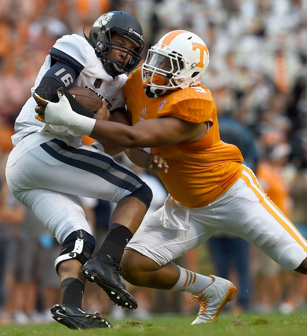 2017 NFL Draft: Reviewing Tennessee DE Derek Barnett 1
