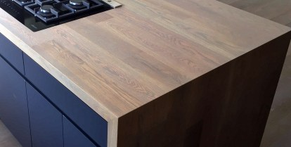 oak-countertop-waterfall-island-detail
