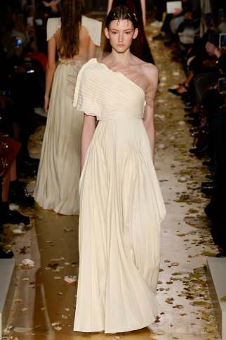 Valentino-couture-spring-2016-pfw-18